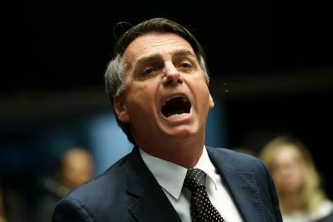 """""""Vamos meter o dedo na energia elétrica, que é outro problema também"""", diz Bolsonaro"""