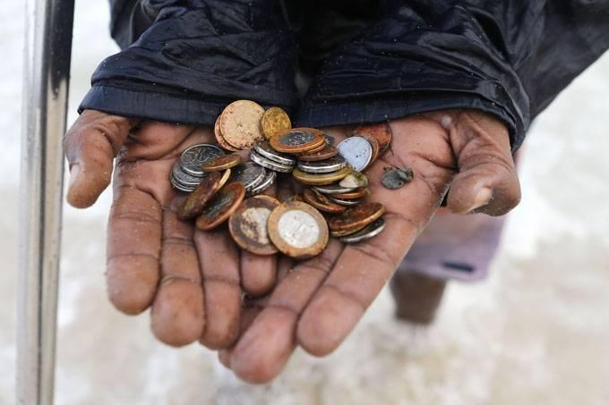 Metade dos Brasileiros vivem com menos de 500 reais mensais