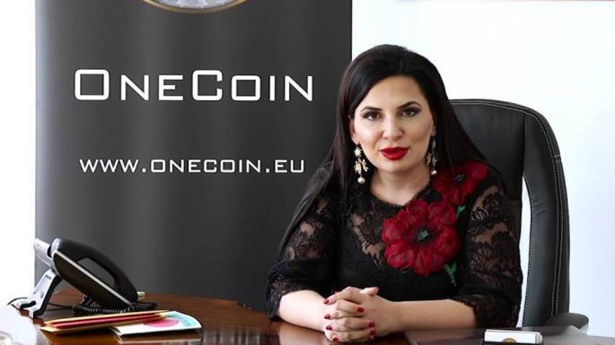 Rainha da criptomoeda aplica golpe e foge com 3,5 bilhões de libras