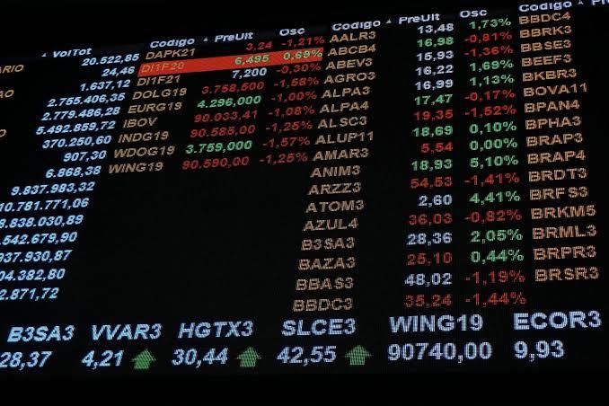 Guide Investimentos tira as ações da JBS (JBSS3) e da Suzano (SUZB3) da carteira da semana