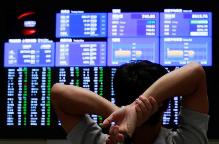 Ibovespa encosta nos 100 mil pontos com ânimo sobre retomada da economia