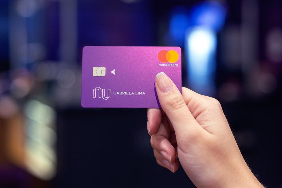 Nubank está oferecendo cartão de crédito com limite de R$ 50 para quem tem score baixo?