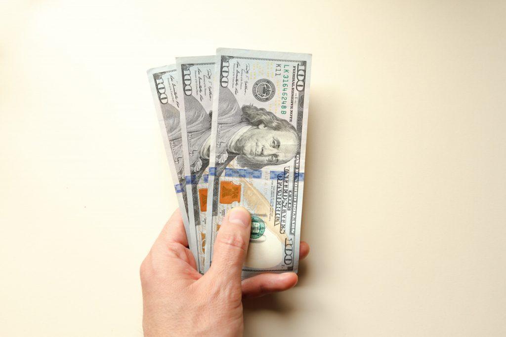 COVID-19 e economia internacional: vale a pena comprar dólar agora?