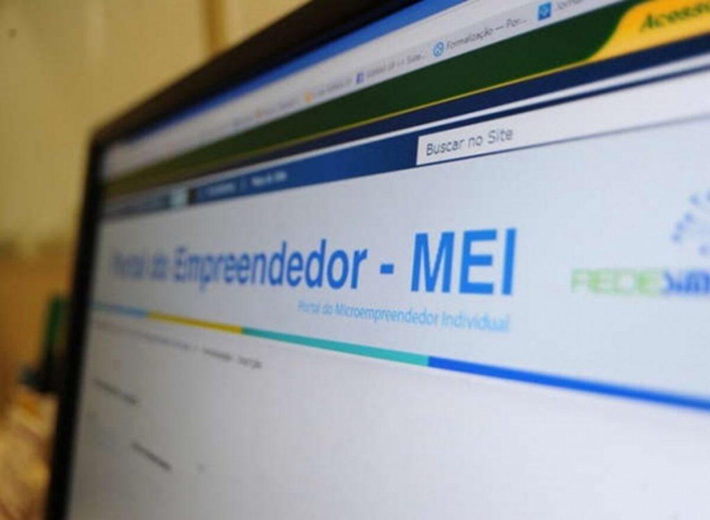 Paulo Guedes afirma que reforma tributária não mexerá com Simples Nacional e imposto de MEI