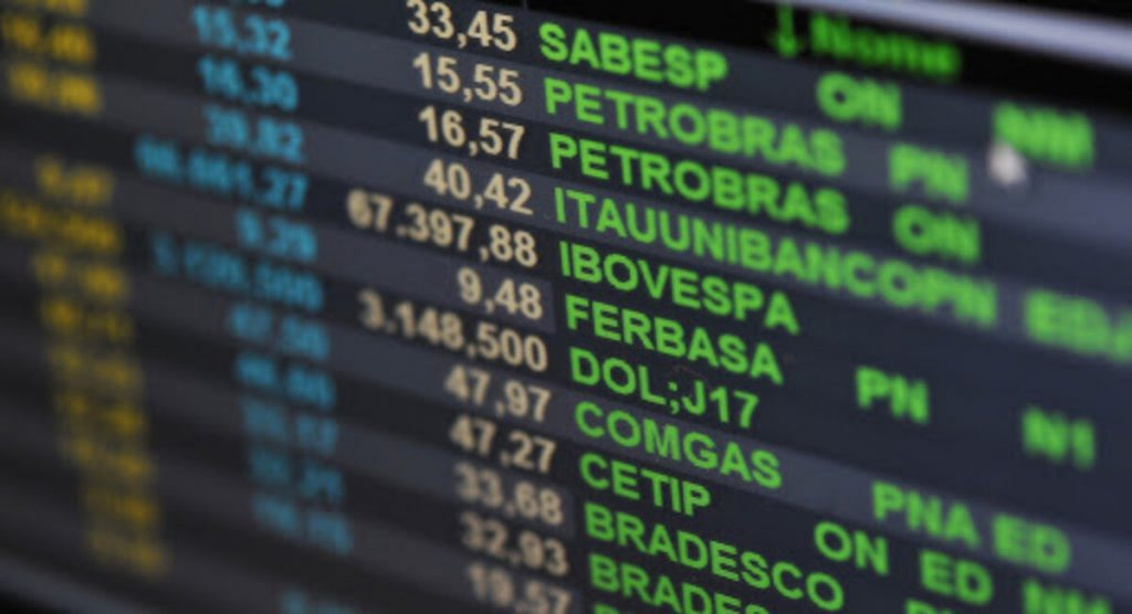 Ações: Petrobras, PetroRio disparam com petróleo; Carrefour sobe após balanço