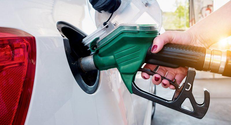 Com disparada da gasolina, preço do etanol também sobe em todo Brasil