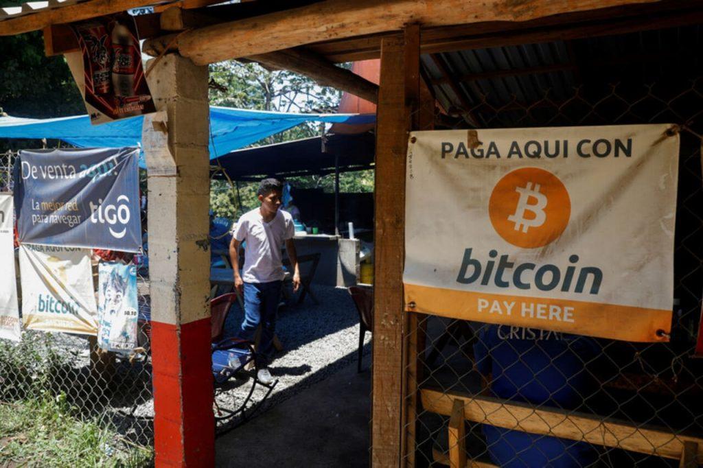 El Salvador se torna o primeiro país do mundo a adotar o bitcoin como moeda oficial